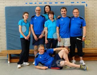 Bild von einer siebenköpfigen Badmintongruppe