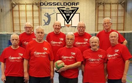 Gruppenbild von älteren Faustball-Spielern