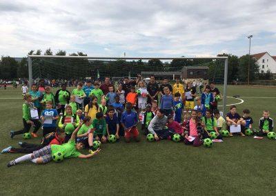 Gruppenbild der Kinder von dem Fussballcamp